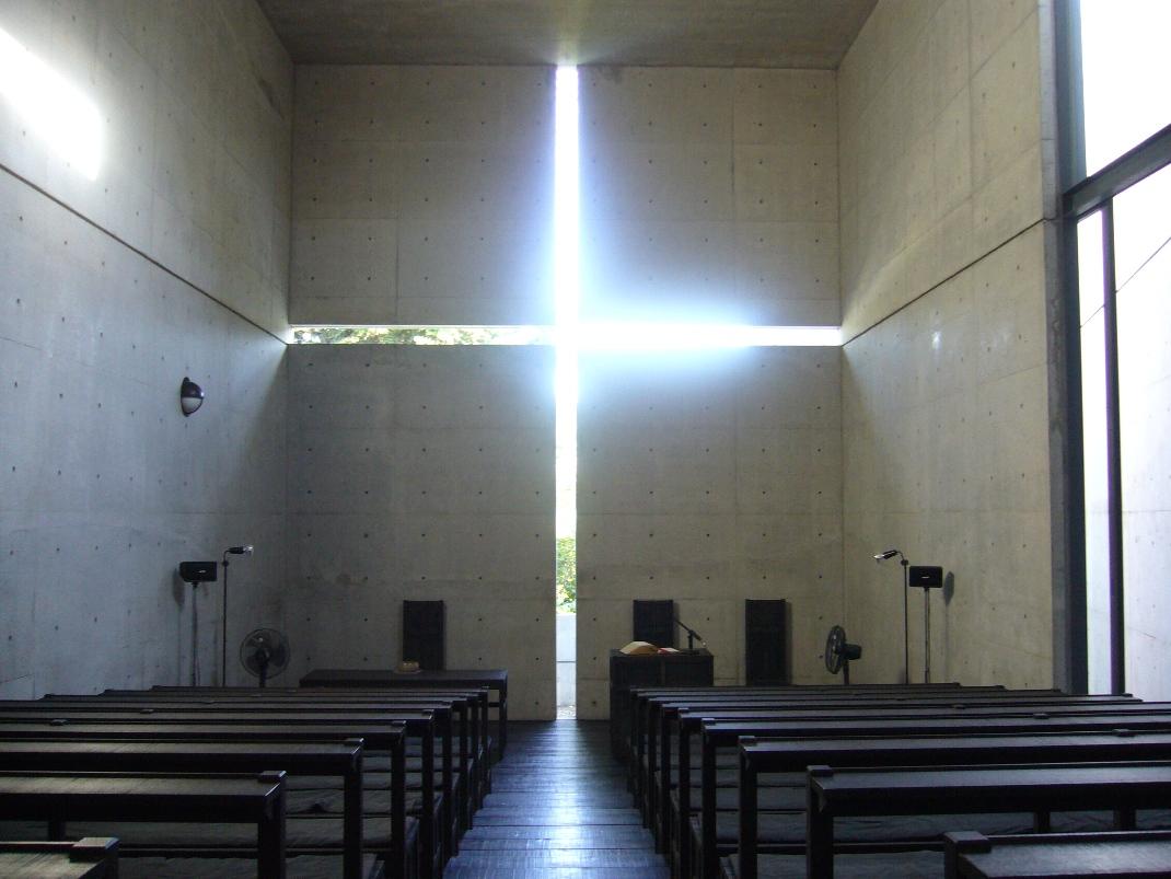 Ibaraki_Kasugaoka_Church_light_cross.jpg
